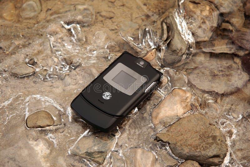 Téléphone portable sur la glace images libres de droits