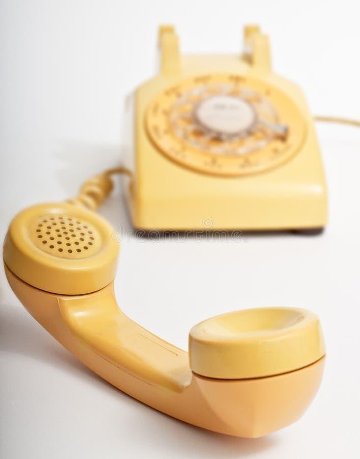 Téléphone rotatoire jaune image stock