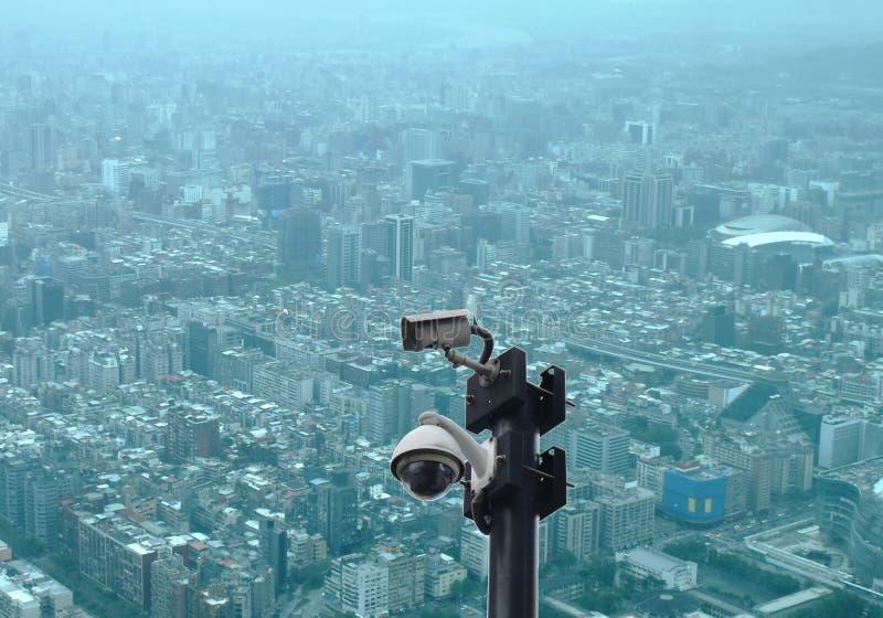 Télévision en circuit fermé noire sur la vue supérieure du paysage urbain de Taïpeh du bâtiment le plus grand à Taïwan image libre de droits