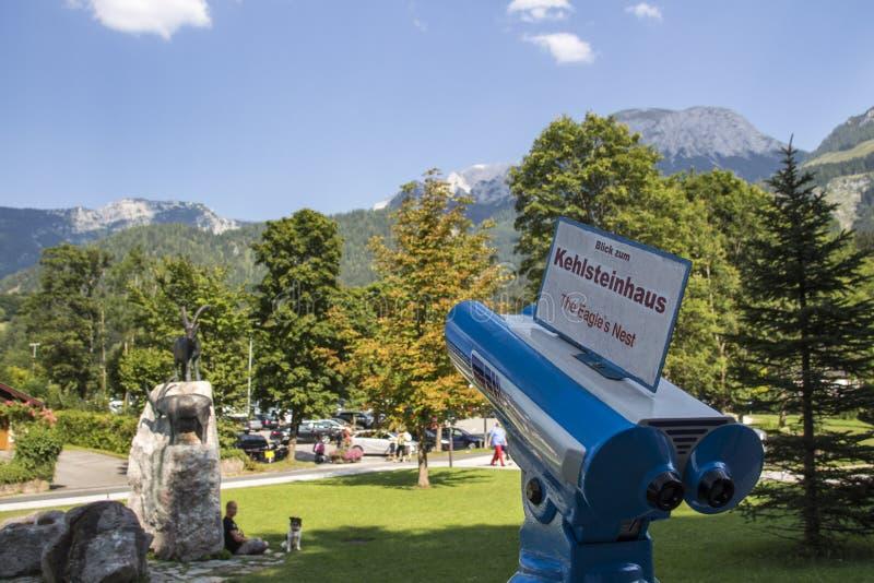 Télescope bleu pour regarder le Kehlstein, Allemagne, 2015 images libres de droits