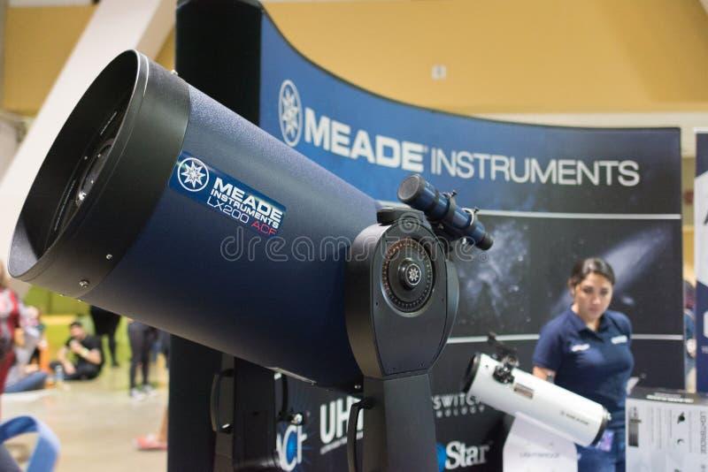 Télescope de LX200-ACF pendant l'expo comique de Long Beach images stock