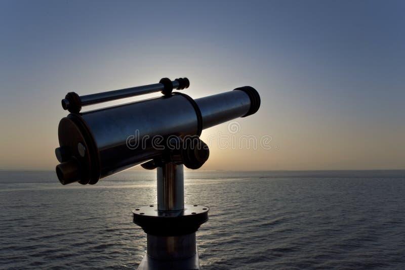 Télescope face à l'Atlantique image libre de droits