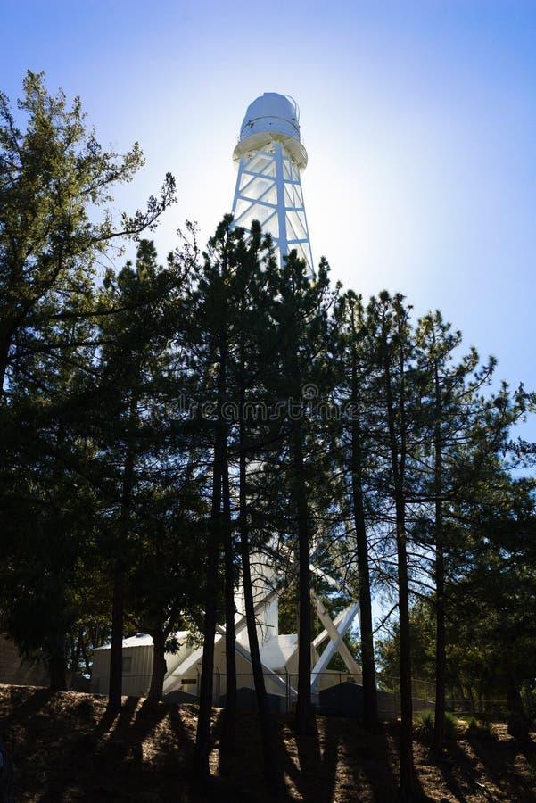 Télescope solaire de tour dans le Mt wilson photos stock
