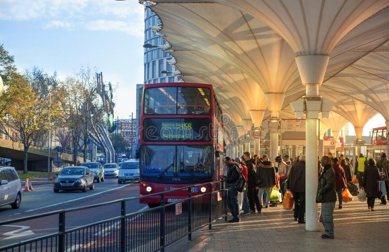 Término de autobuses internacional de Stratford, uno del empalme más grande del transporte de Londres y Reino Unido fotos de archivo libres de regalías