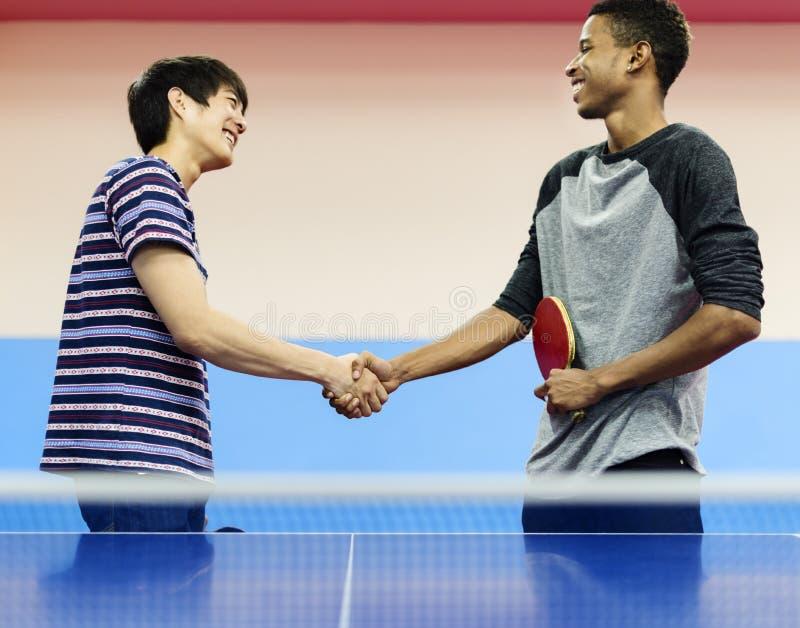 Tênis de mesa Ping-Pong Friends Sport Concept fotografia de stock
