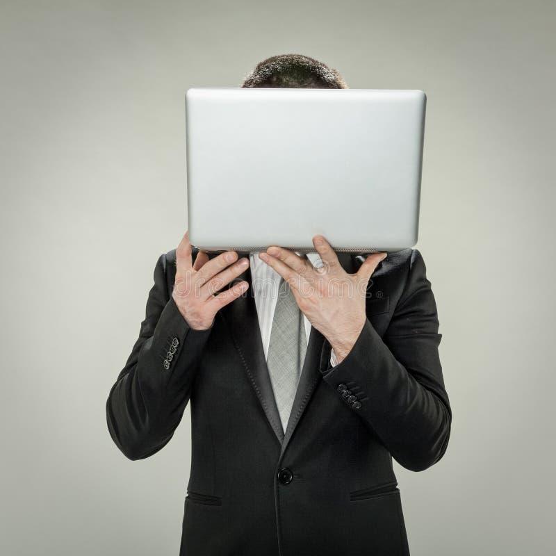 Tête au commerce en ligne, dissimulation d'homme d'affaires photo libre de droits