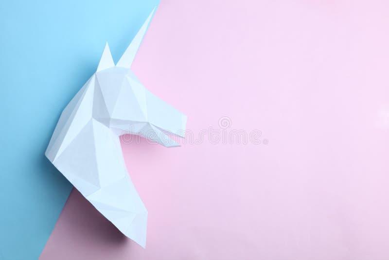 Tête blanche d'une licorne images stock