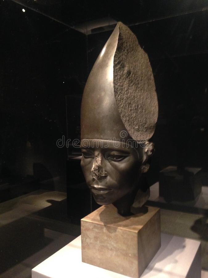 Tête d'une statue d'Amenemhat III utilisant la couronne blanche au Musée d'Art métropolitain images libres de droits