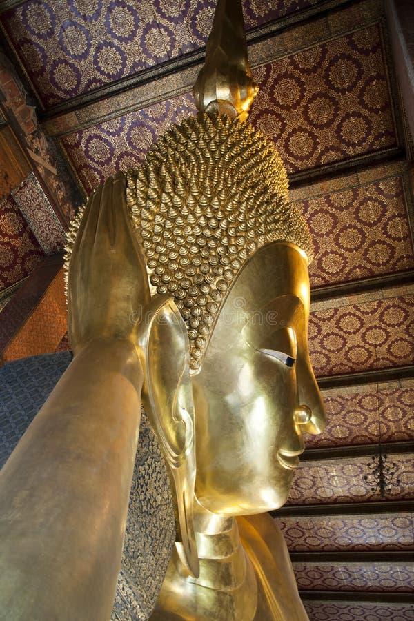 Tête de Bouddha étendu d'or photographie stock libre de droits