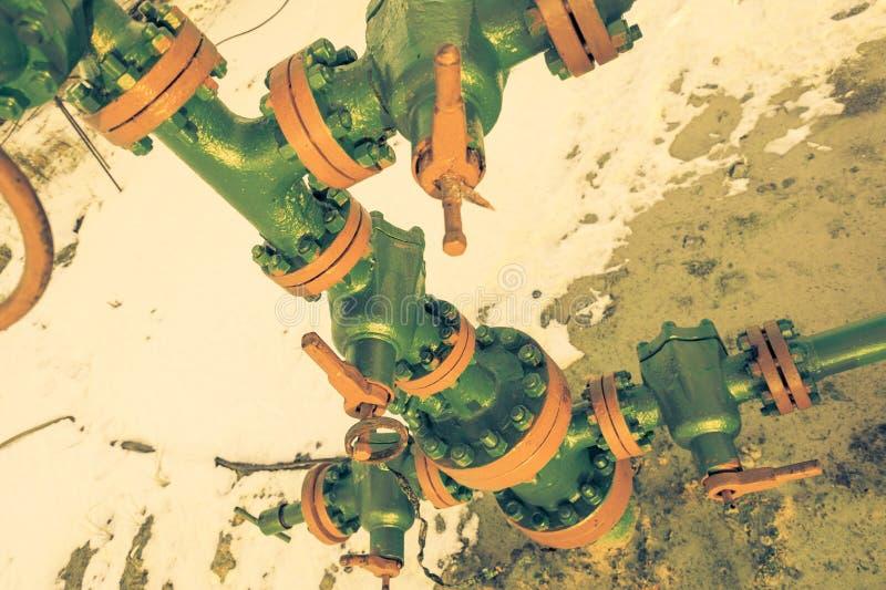 Tête de puits d'huile avec l'armature de valve Th?me d'huile et d'industrie du gaz Concept de p?trole images stock