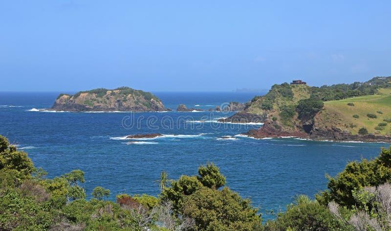 Tête de Tutukaka et île de Kukutauwhao image libre de droits