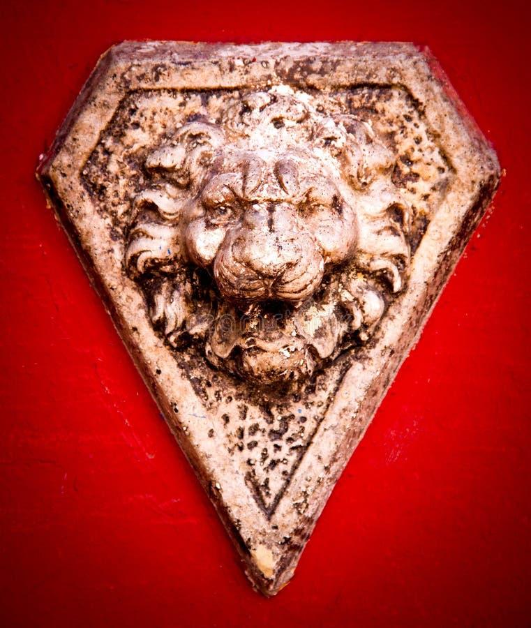 Tête en pierre de lion image libre de droits