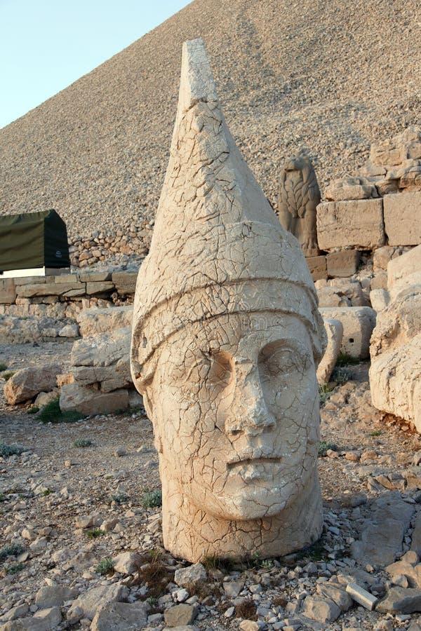 Tête géante d'Antiochus I Commagene, tumulus de Nemrut Dag, Turc images stock