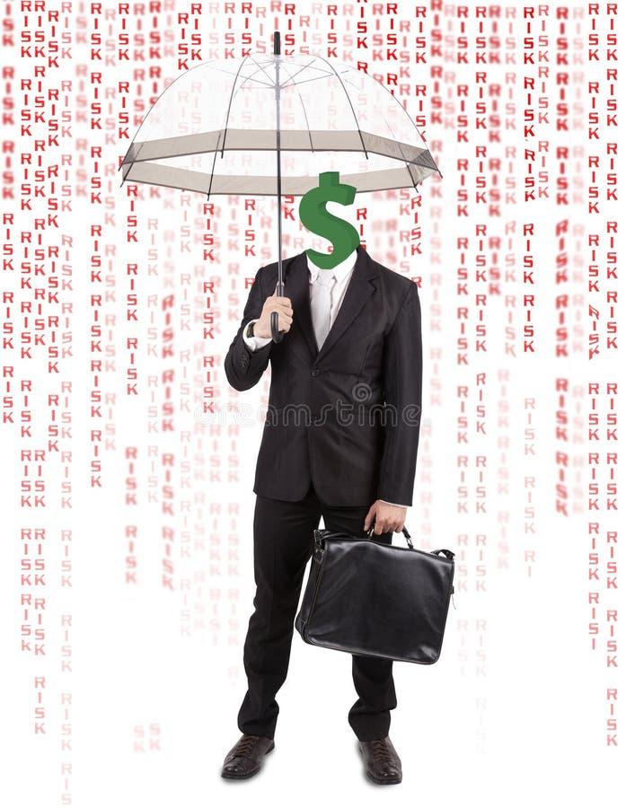 Tête humaine avec le parapluie de transport de symbole du dollar photos stock