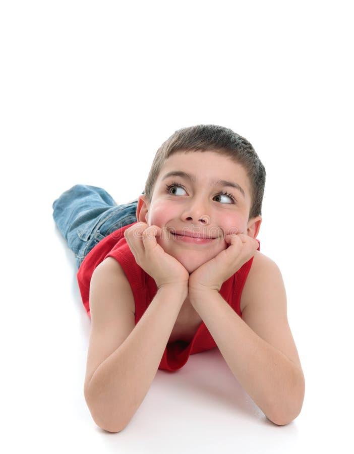 Tête mignonne de garçon dans des mains regardant de côté image stock