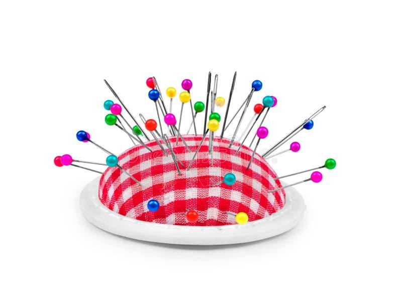 Têtes d'épingle colorées en pelote à épingles images stock
