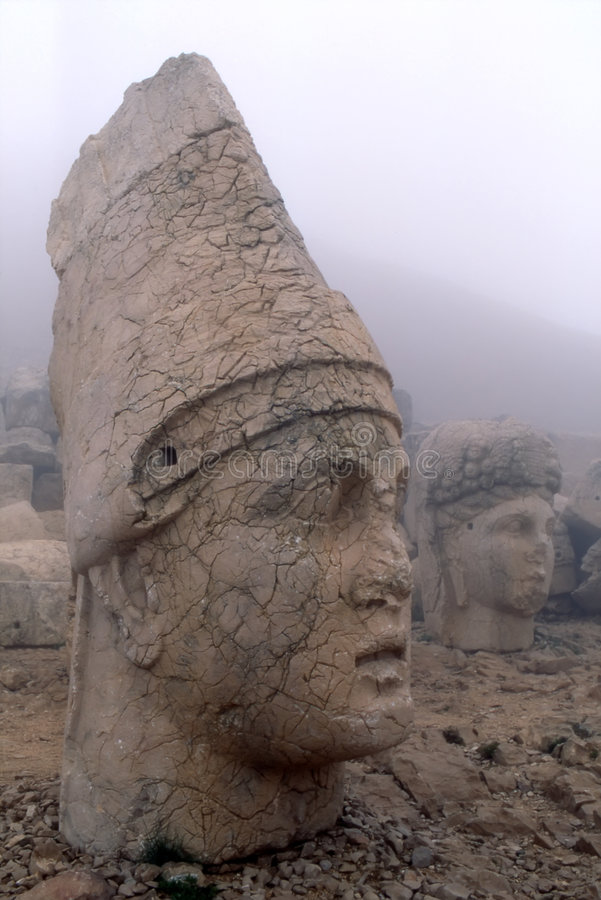 Têtes en pierre colossales image stock