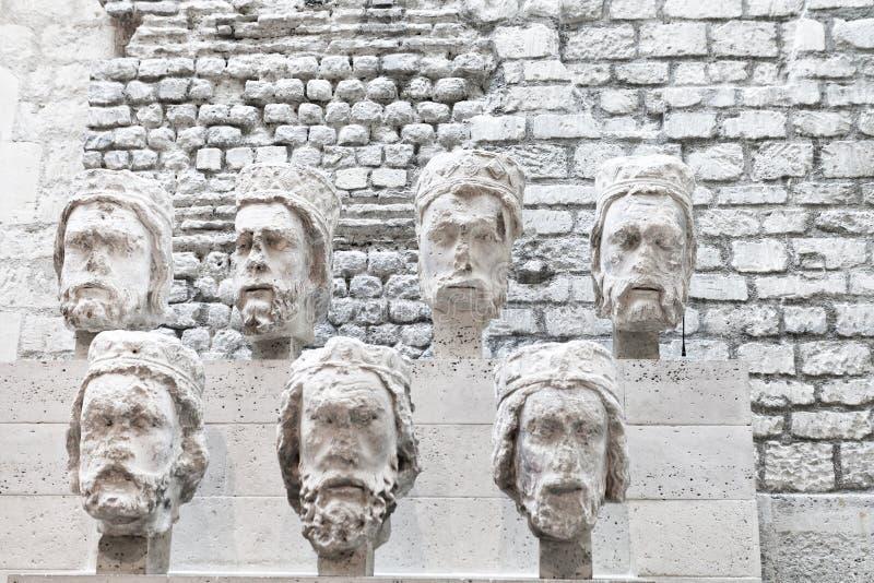 Têtes en pierre de Notre-Dame chez Cluny Museum images libres de droits