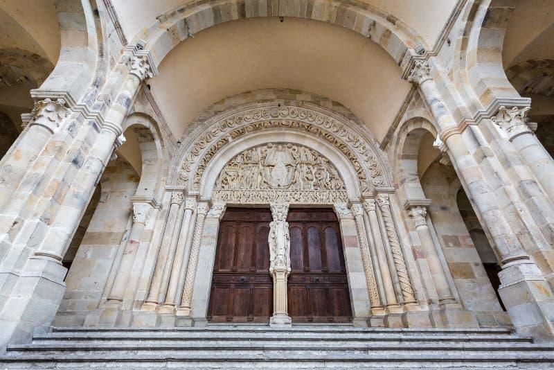 Tímpano pasado del juicio por Gislebertus en la catedral de Autun, Borgoña, Francia fotografía de archivo libre de regalías