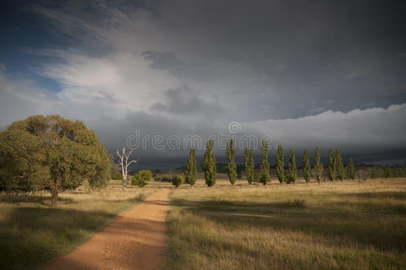 Título da estrada em uma tempestade fotos de stock