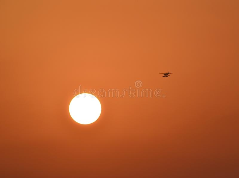 Título del avión de mar en el sol imagenes de archivo