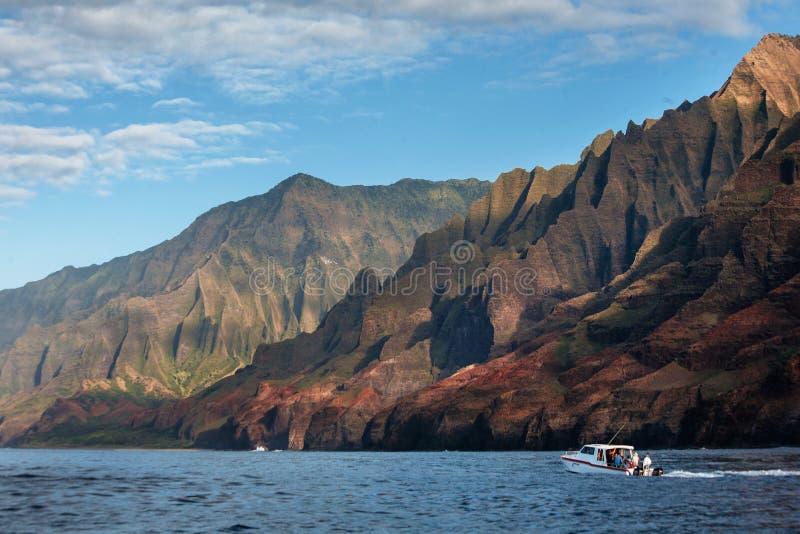 Título do barco à costa selvagem do Na Pali de Kauai's foto de stock royalty free