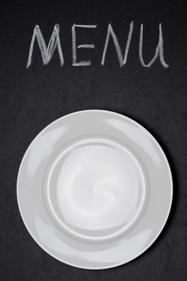 Título do menu escrito com giz e a placa vazia imagem de stock