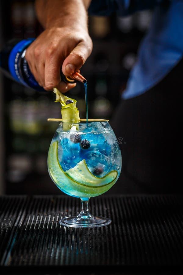 Tónico azul de la ginebra foto de archivo libre de regalías