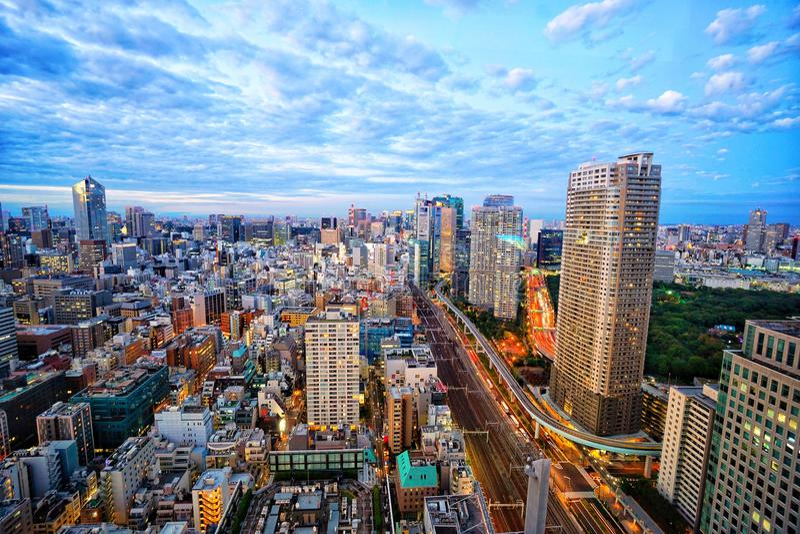 Tóquio antes da paisagem da cidade da opinião da noite imagem de stock