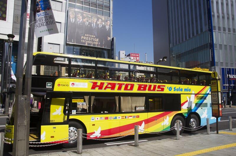 Tóquio do ônibus do céu para a excursão em torno da cidade do Tóquio que para o viajante do waitk imagem de stock royalty free