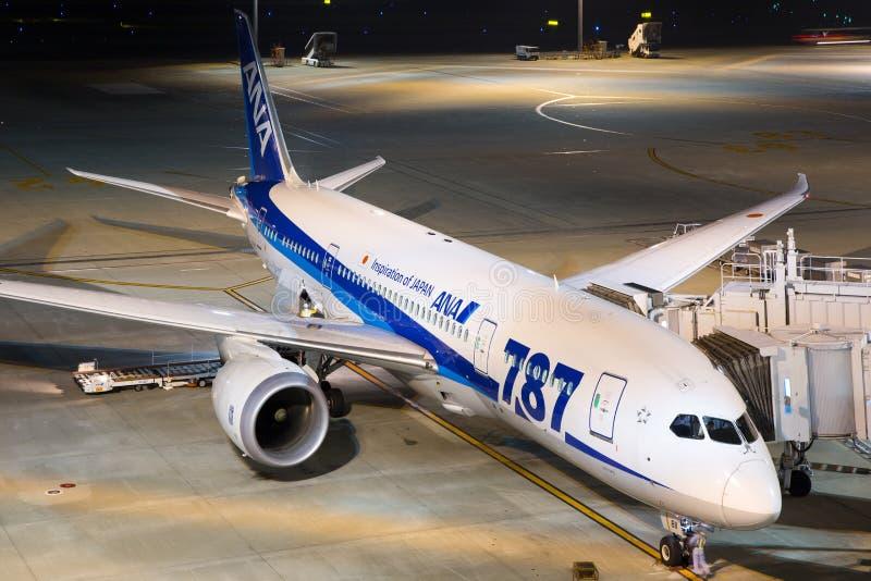 Tóquio Haneda Airpor de ANA All Nippon Airways Boeing 787 Dreamliner fotos de stock royalty free