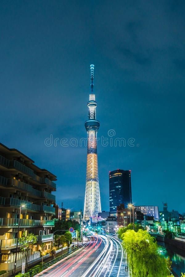 TÓQUIO, JAPÃO - 20 de agosto de 2017: O Tóquio Skytree na noite ilustração do vetor