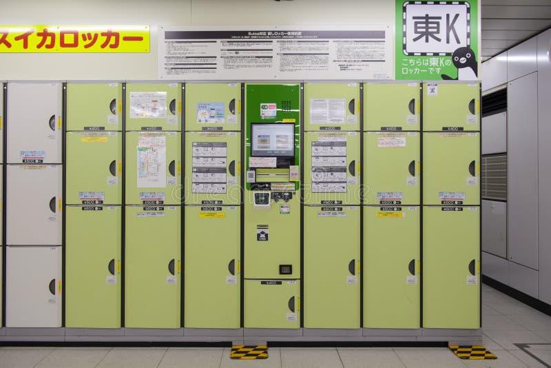 Tóquio, Japão - 20 de junho de 2018: Invente o cacifo no serviço no estação de caminhos-de-ferro, Japão imagens de stock royalty free