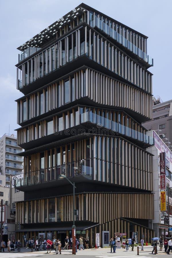 Tóquio - Japão, o 19 de junho de 2017; Turista Informatio da cultura de Asakusa fotografia de stock