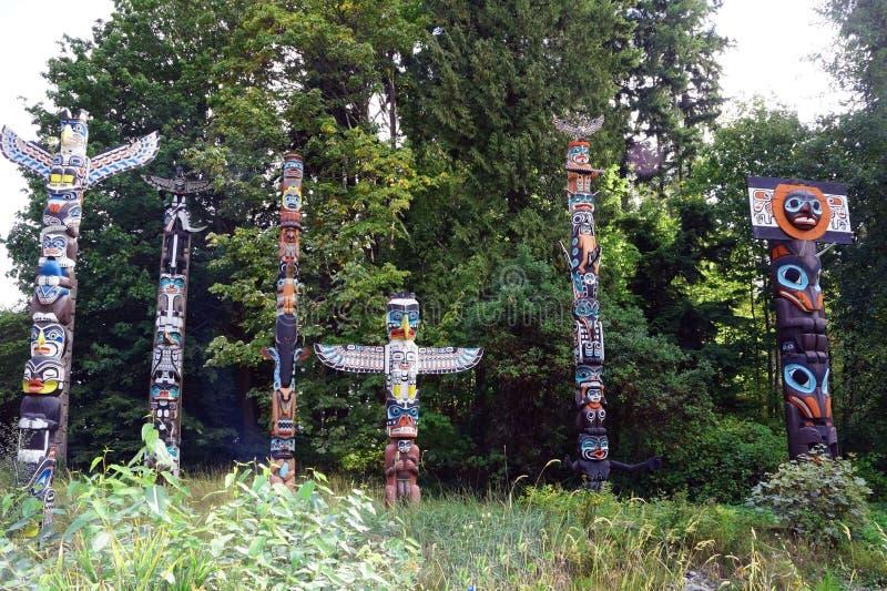 Tótemes en el parque de Stanely, Vancouver fotos de archivo