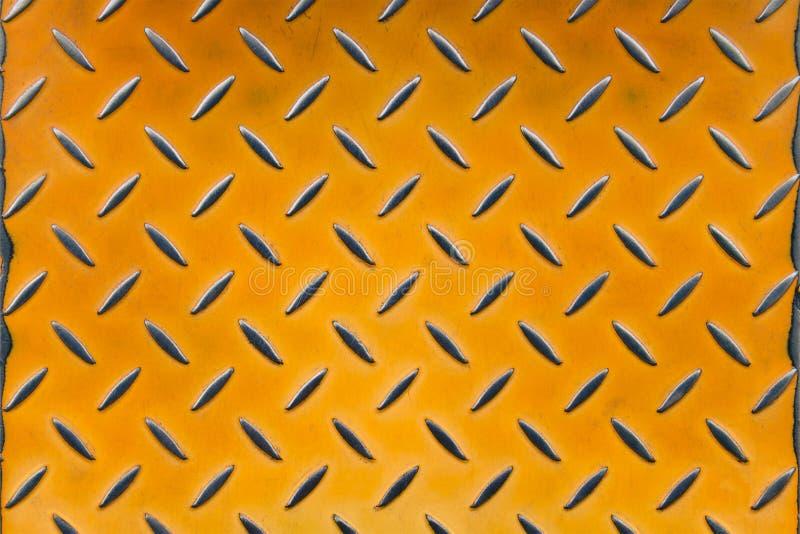 Tôle ancienne tôle d'oranges shabby en tôle ondulée métallique, sol industriel en métal avec rayures images stock