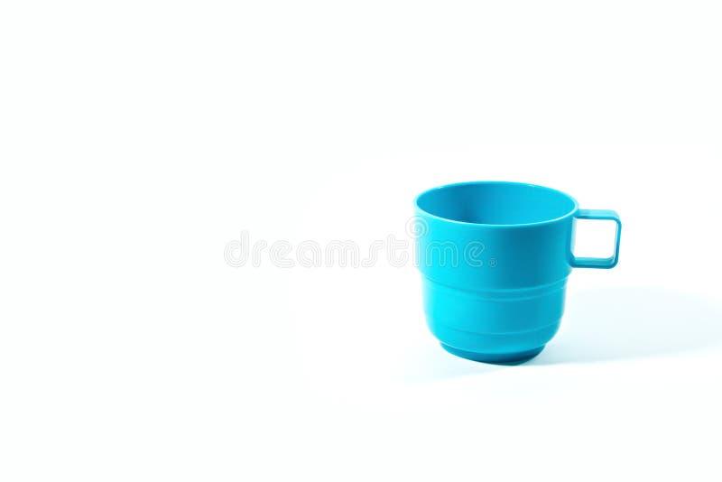 Töm blått plast- exponeringsglas som isoleras på vit arkivfoton