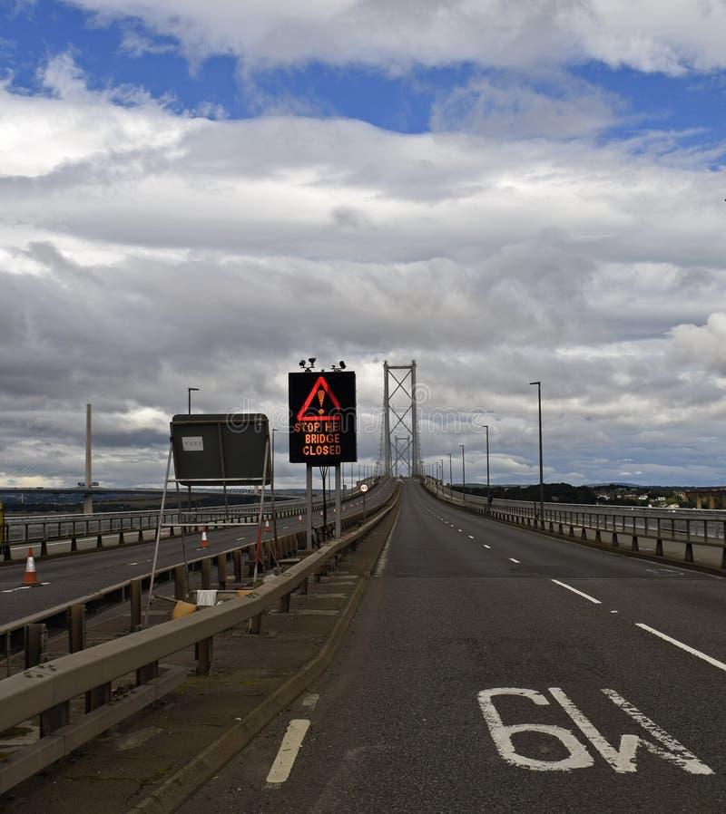 Töm bron över framåt floden Skottland royaltyfri fotografi