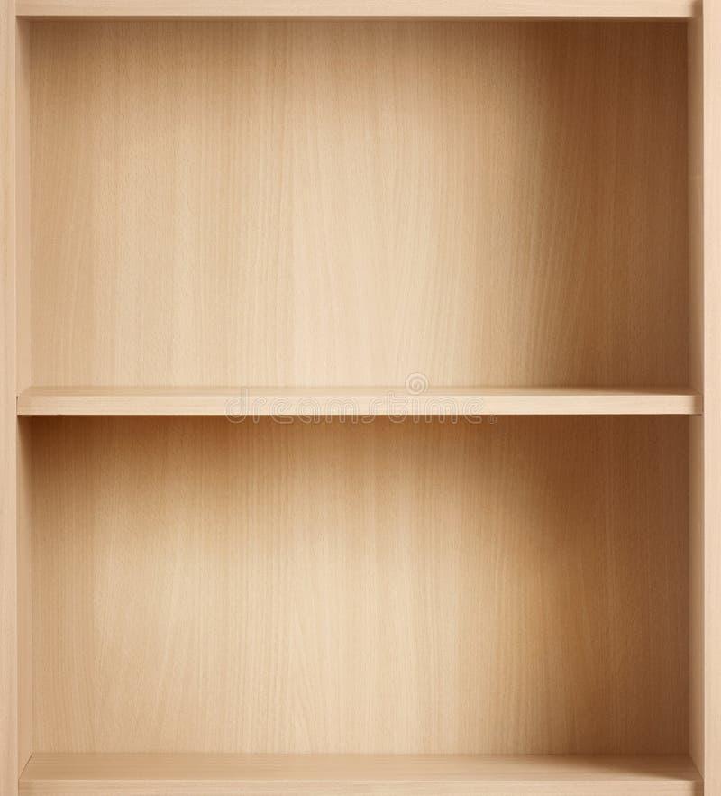 Töm den bruna bokhyllan för böcker och andra objekt till arkivbilder