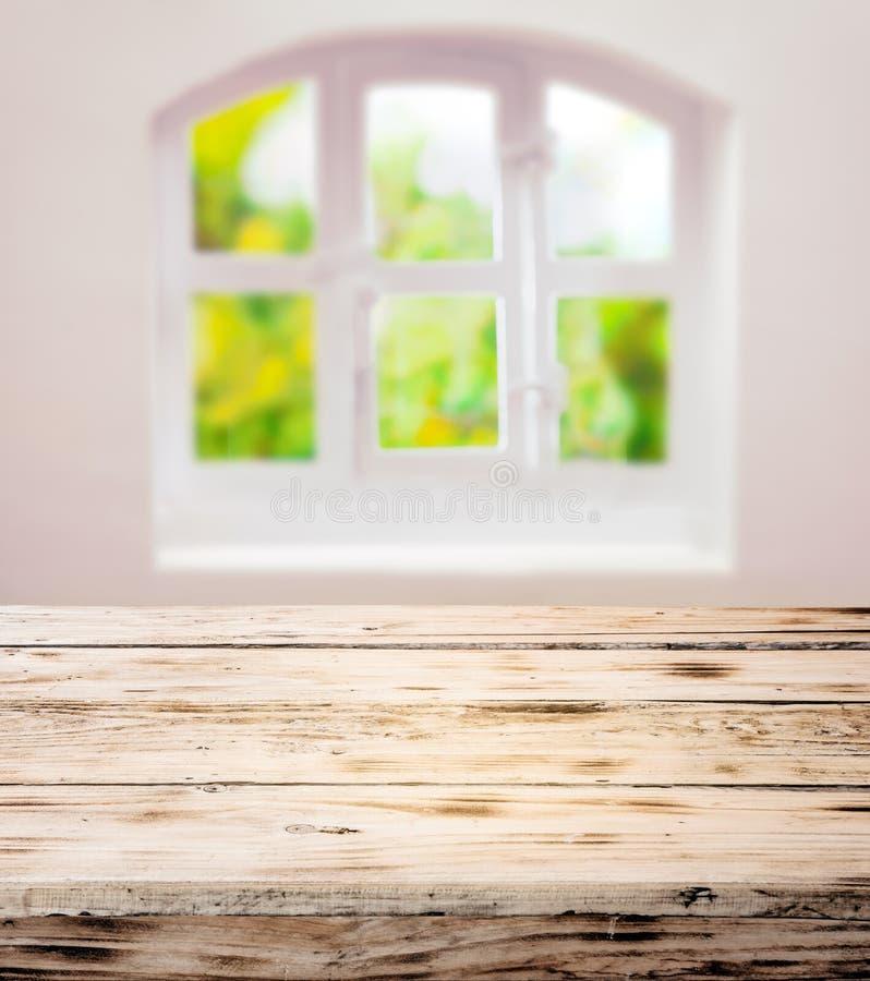Töm det skurade rena lantliga träköksbordet royaltyfri bild
