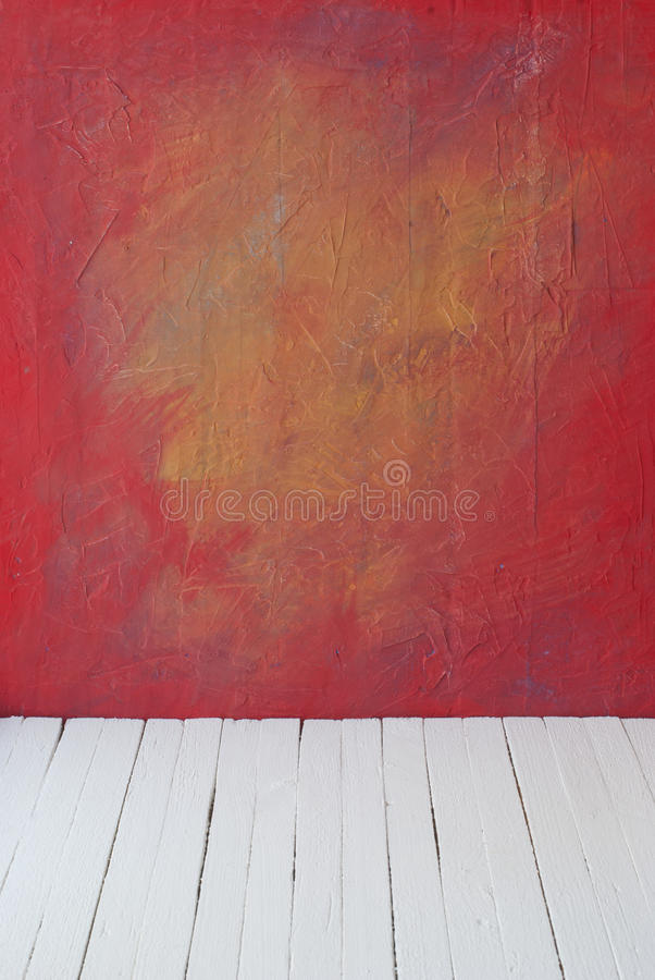 Töm en färginre av tappningrum utan tak från väggen för målarfärggrungecement och gammalt wood golv arkivbilder