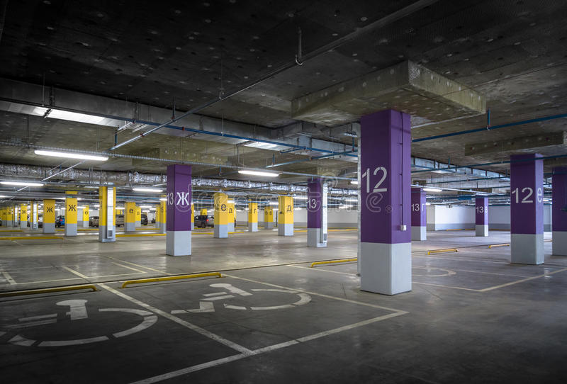 töm garageparkering arkivfoton