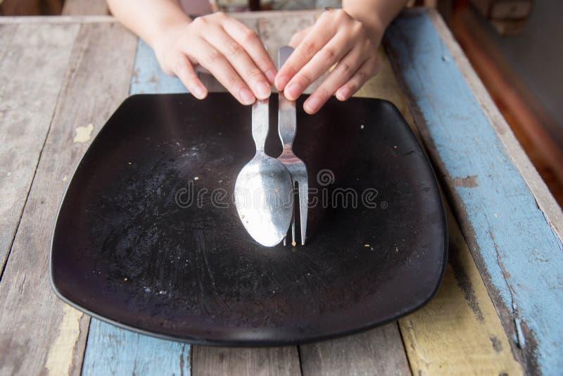 Töm plattan efter mat royaltyfri fotografi