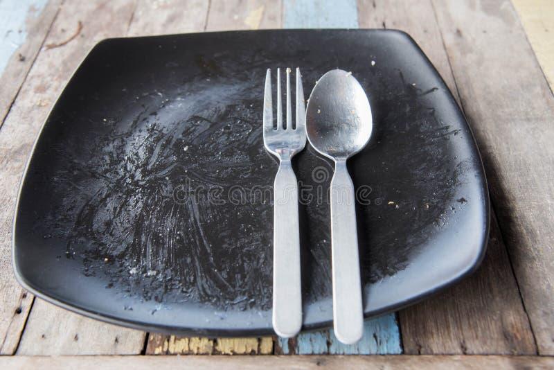 Töm plattan efter mat royaltyfri bild