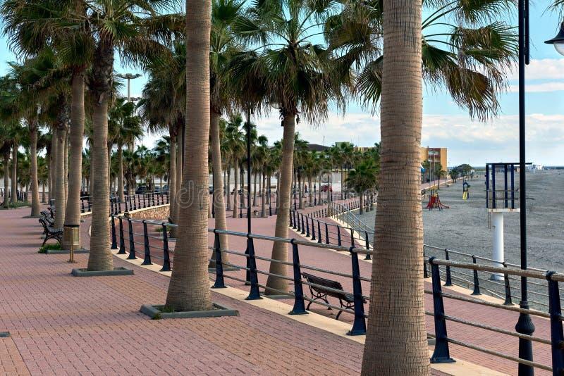 Töm promenad av den Adra staden arkivbild
