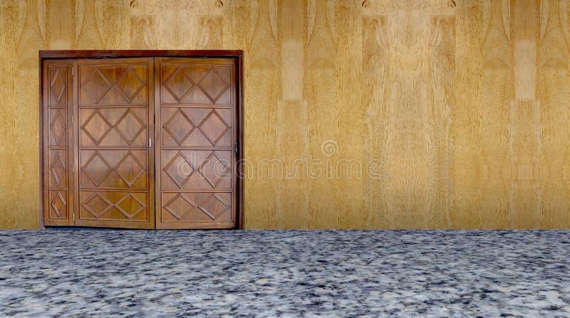 Töm rum med den vita dörren och träväggen royaltyfri foto