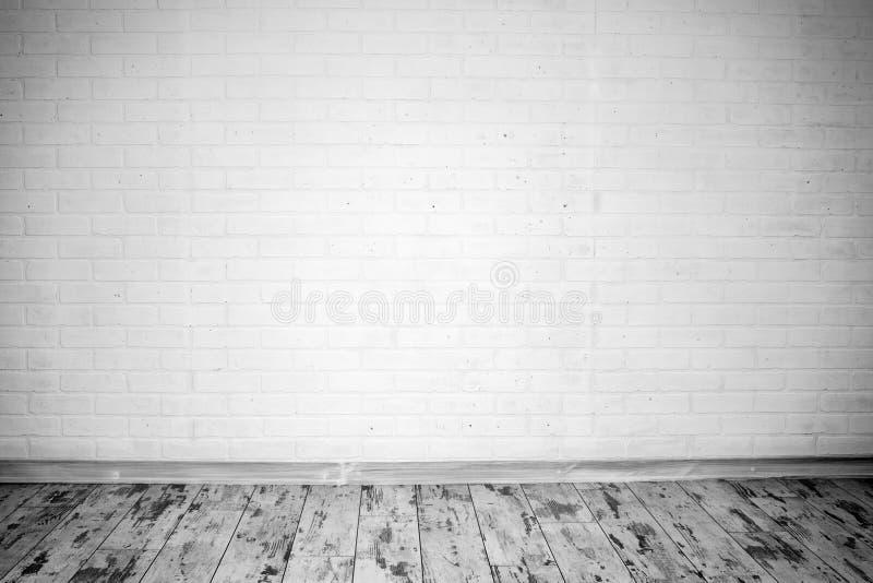 Töm rum med tegelstenväggen arkivbilder