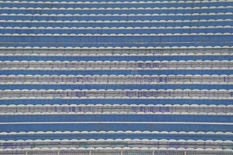 Töm ställningar och blekare utan folk på stadion fotografering för bildbyråer
