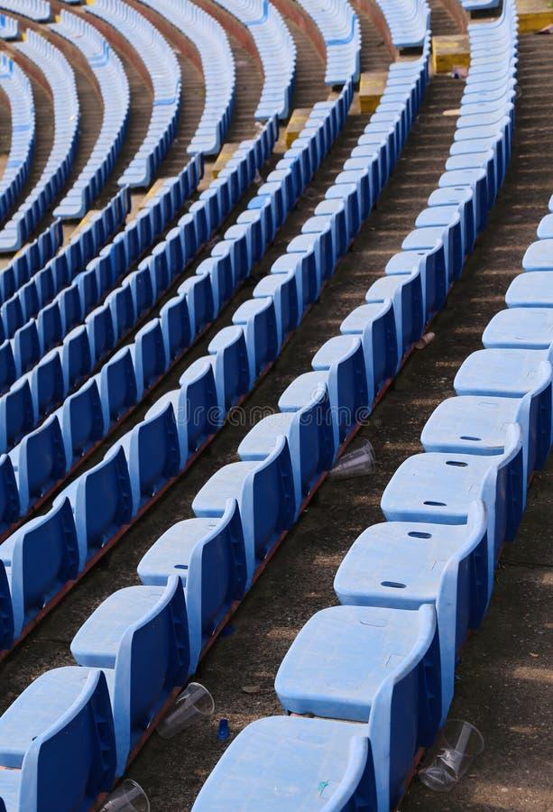 töm stolar på stadion utan åskådare royaltyfria foton