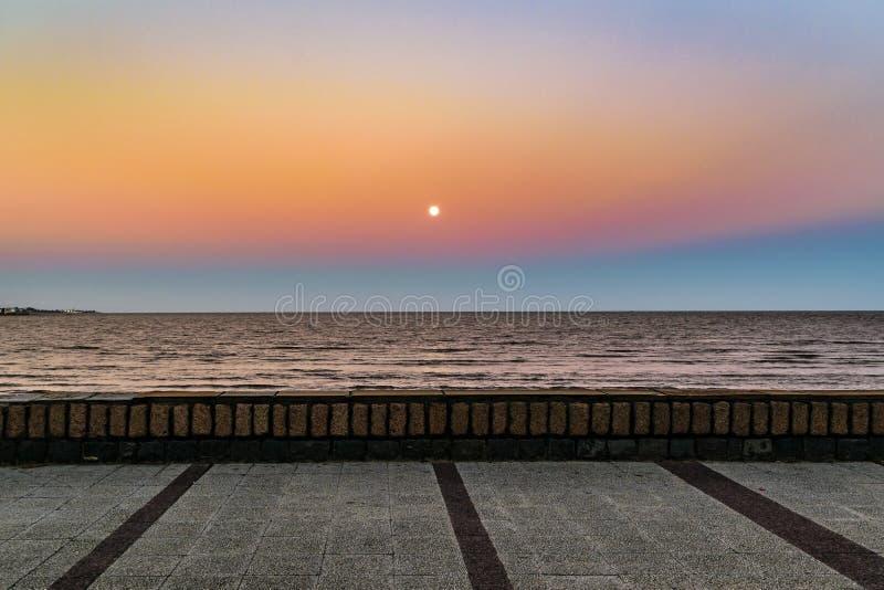 Töm strandstrandpromenaden, Montevideo, Uruguay royaltyfria foton
